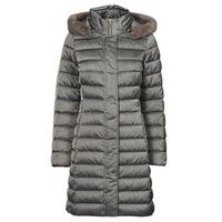 Ruhák Női Steppelt kabátok Geox W BETTANIE LONG JKT Ezüst