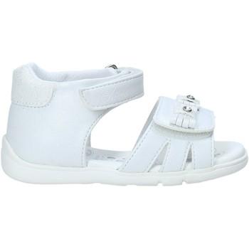 Cipők Lány Szandálok / Saruk Chicco 01065700000000 Fehér