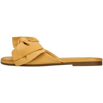 Cipők Női Papucsok Inuovo 447063 YELLOW
