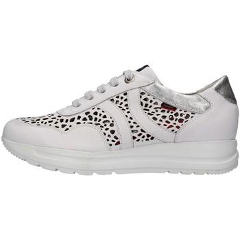 Cipők Női Rövid szárú edzőcipők CallagHan 40721 WHITE