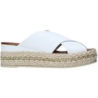 Cipők Női Papucsok Bueno Shoes 21WQ5907 Fehér