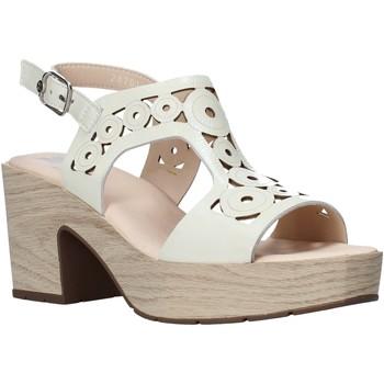 Cipők Női Szandálok / Saruk CallagHan 28701 Bézs