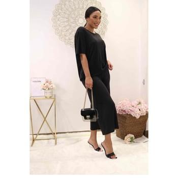 Ruhák Női Blúzok Fashion brands 9159-BLACK Fekete