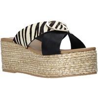 Cipők Női Papucsok Gold&gold A21 GK98 Fekete