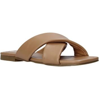 Cipők Női Papucsok Gold&gold A21 GY221 Barna