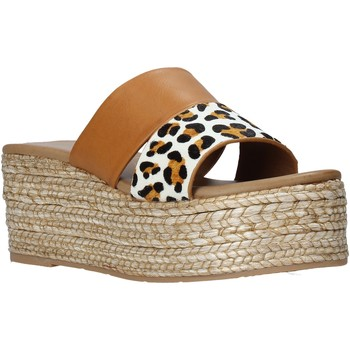 Cipők Női Papucsok Gold&gold A21 GK99 Barna