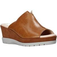Cipők Női Papucsok CallagHan 29000 Barna