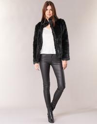 Ruhák Női Nadrágok Vero Moda SEVEN Fekete