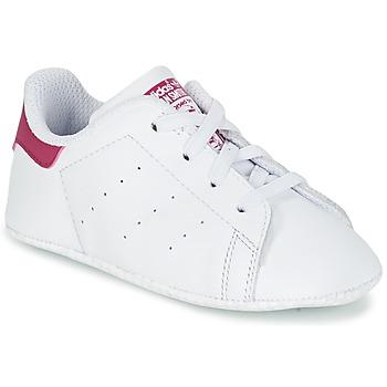Cipők Lány Rövid szárú edzőcipők adidas Originals STAN SMITH CRIB Fehér / Rózsaszín