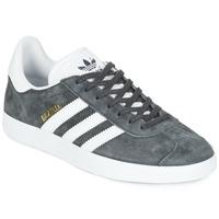 Cipők Rövid szárú edzőcipők adidas Originals GAZELLE Szürke / Sötét
