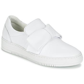 Cipők Női Belebújós cipők Bullboxer QUIDAVET Fehér