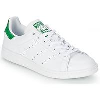 Cipők Rövid szárú edzőcipők adidas Originals STAN SMITH Fehér / Zöld