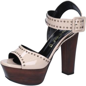 Cipők Női Szandálok / Saruk Olga Rubini sandali beige vernice borchie BY316 Beige