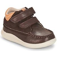 Cipők Fiú Magas szárú edzőcipők Clarks Cloud Tuktu Barna / Combi / Lea