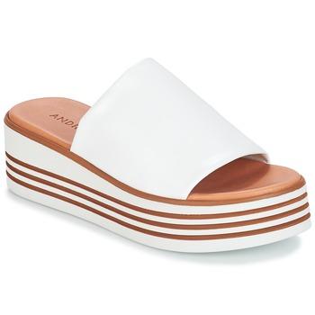 Cipők Női Papucsok André LARRY Fehér